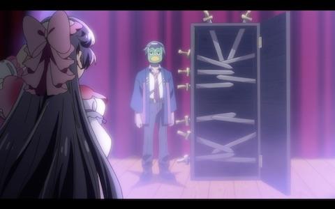 (Azuma Sara escapes a magician's box full of swords.)